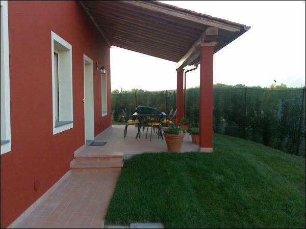 Soluzione Indipendente in affitto a Capannori, 6 locali, prezzo € 1.000 | Cambio Casa.it