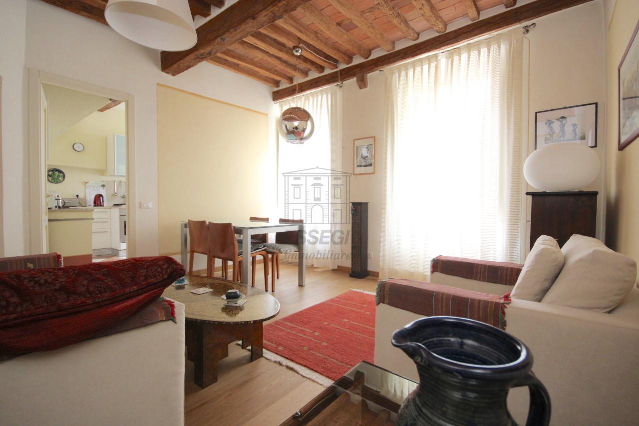 Lucca casa in centro storico totalmente ristrutturata piano primo  img 3