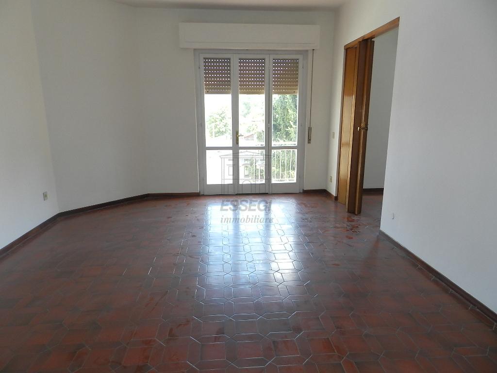 affitto appartamento lucca   600 euro  5 locali  100 mq