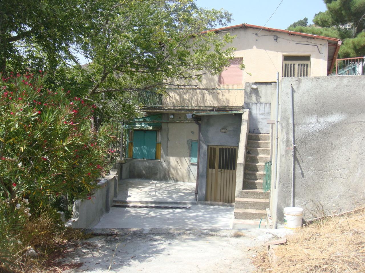Appartamento in vendita a Bova, 3 locali, prezzo € 20.000 | CambioCasa.it