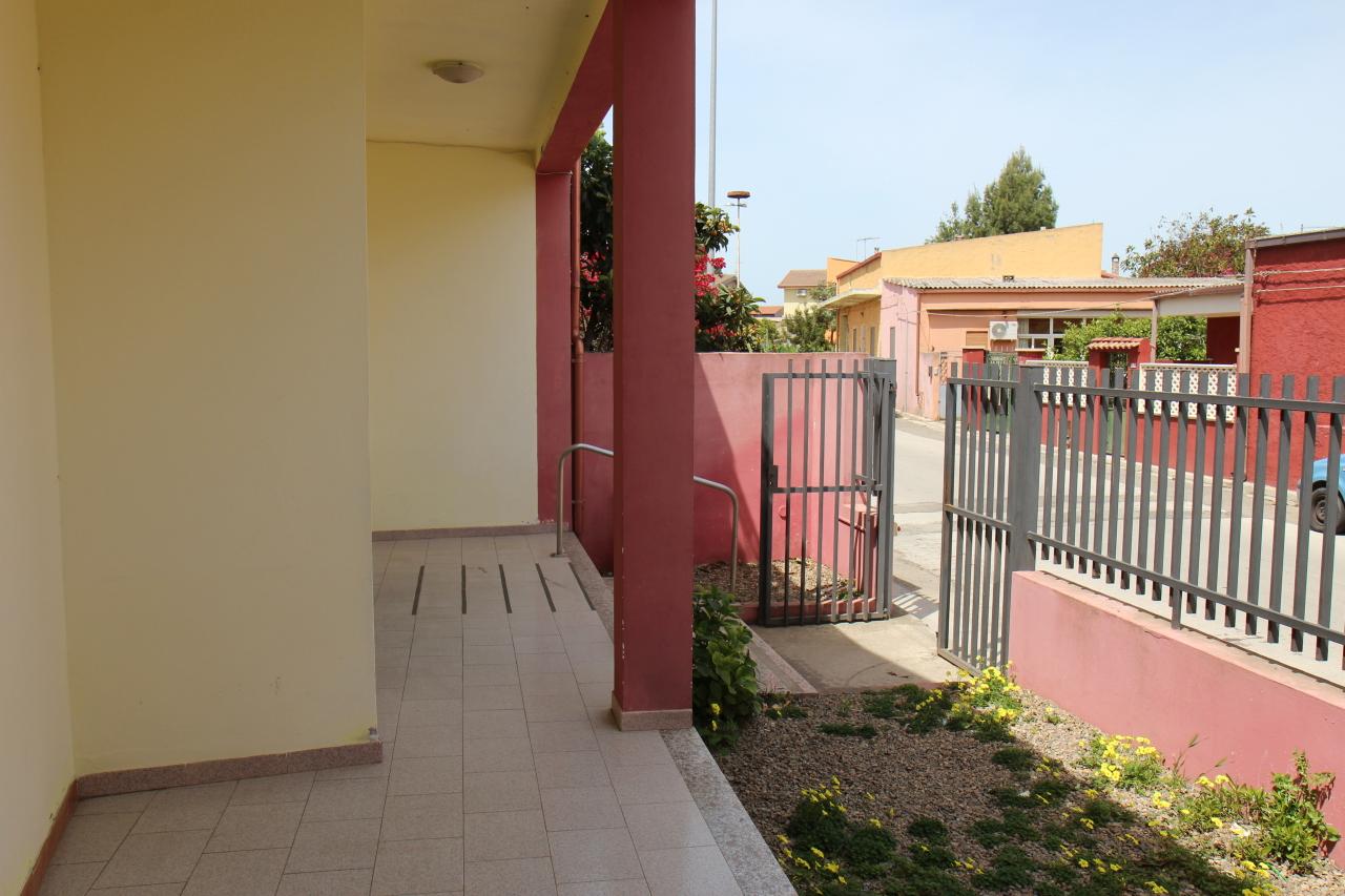 Capannone in affitto a Uta, 2 locali, prezzo € 400 | CambioCasa.it