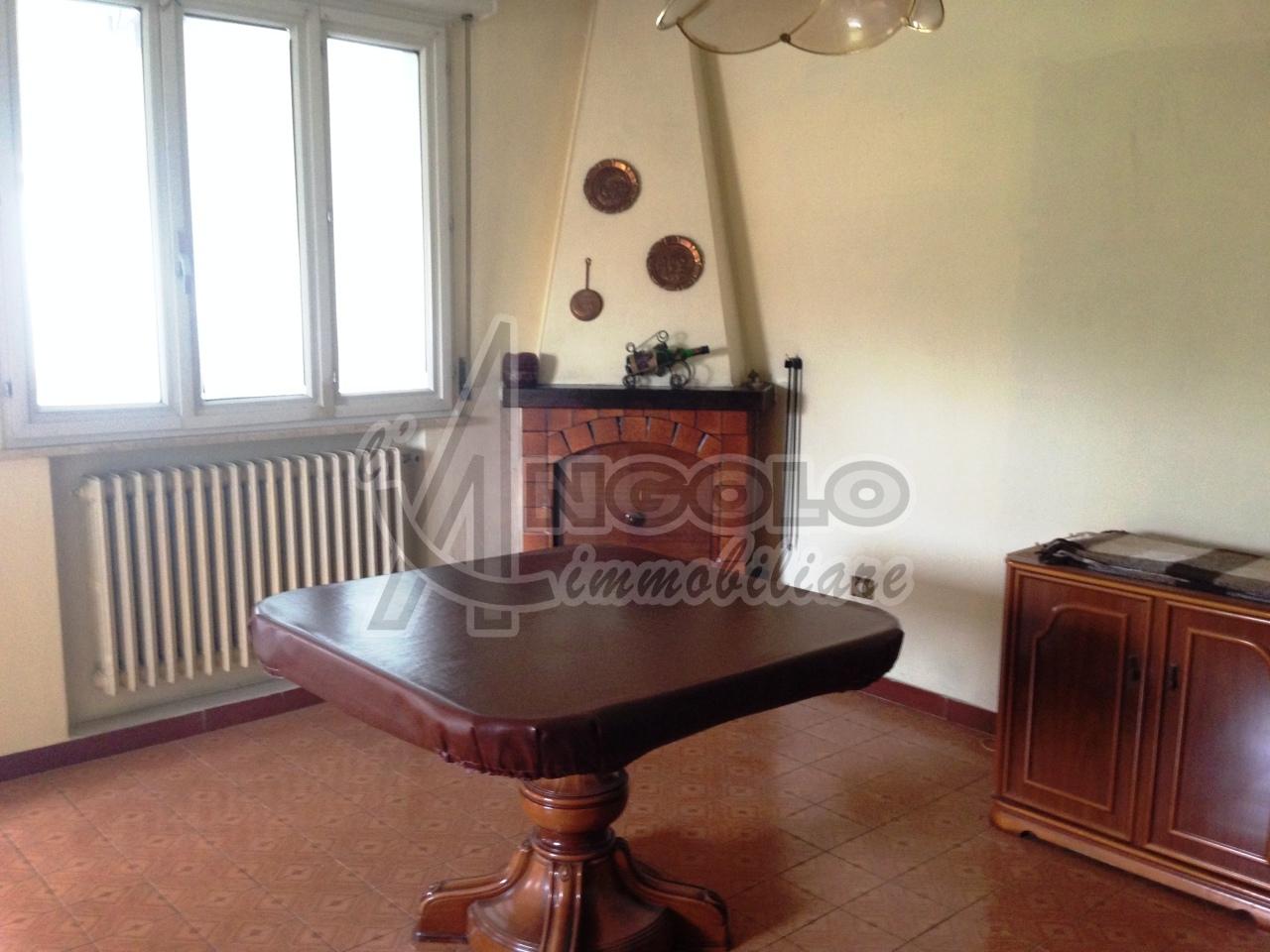 Villa a Schiera in vendita a Canaro, 8 locali, prezzo € 70.000 | Cambio Casa.it