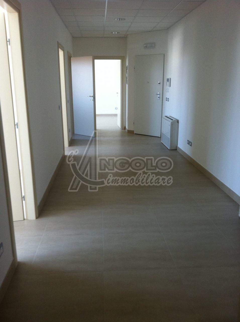 Ufficio / Studio in affitto a Occhiobello, 4 locali, prezzo € 900 | Cambio Casa.it