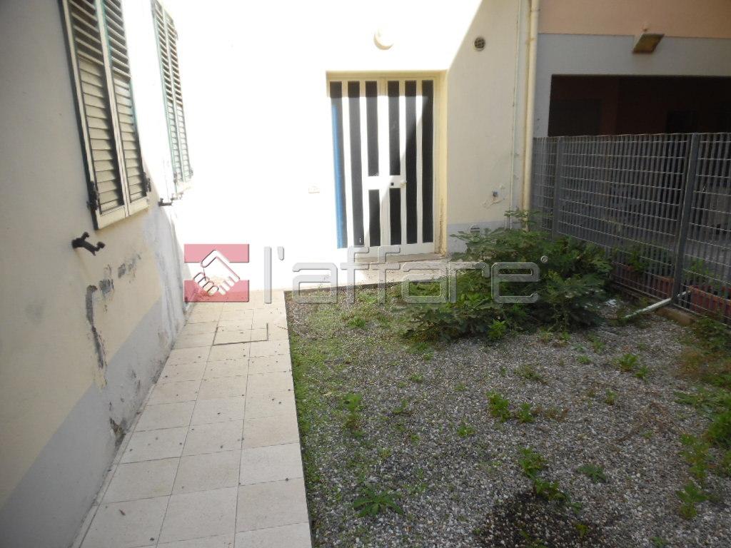 Appartamento in vendita a Pontedera, 7 locali, prezzo € 180.000 | CambioCasa.it