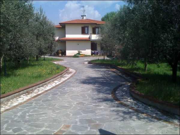 Villa in vendita a Ponte Buggianese, 12 locali, prezzo € 495.000 | CambioCasa.it