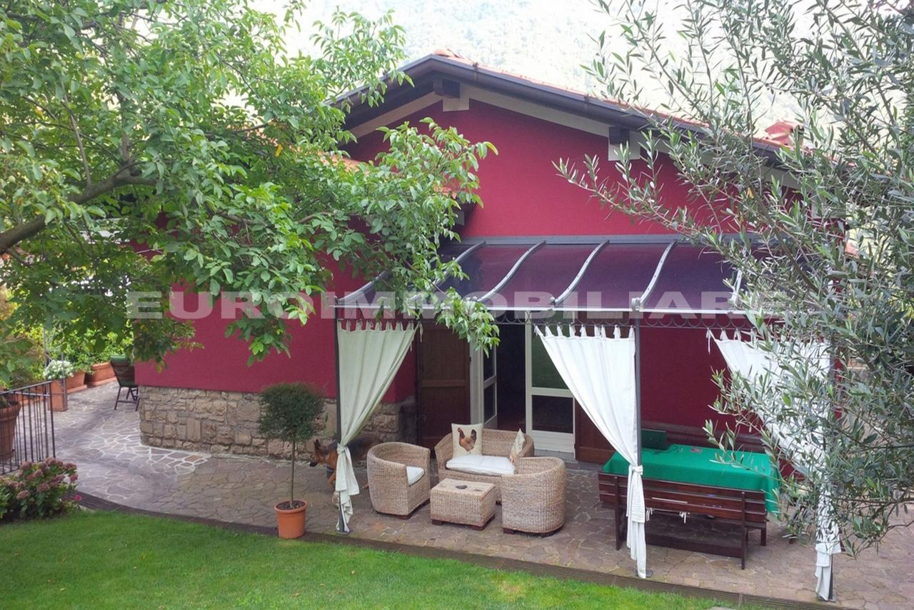 Villa in vendita a Caino, 5 locali, Trattative riservate | CambioCasa.it