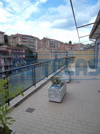 Appartamento in affitto a Ancona, 6 locali, prezzo € 600 | Cambio Casa.it