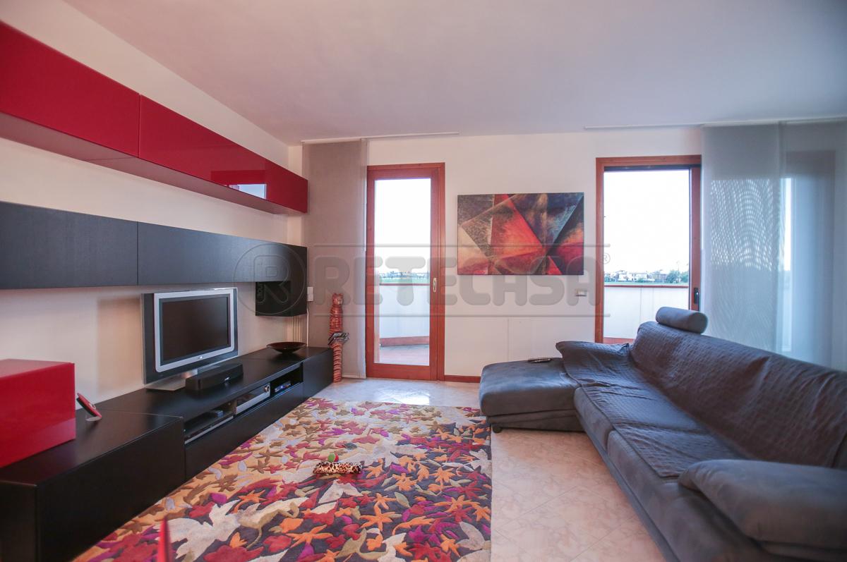 Appartamenti in vendita affitto a i migliori immobili a for Lucernari calpestabili velux