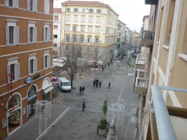Diviso in ambienti/Locali in affitto a Ancona in C.so Stamira