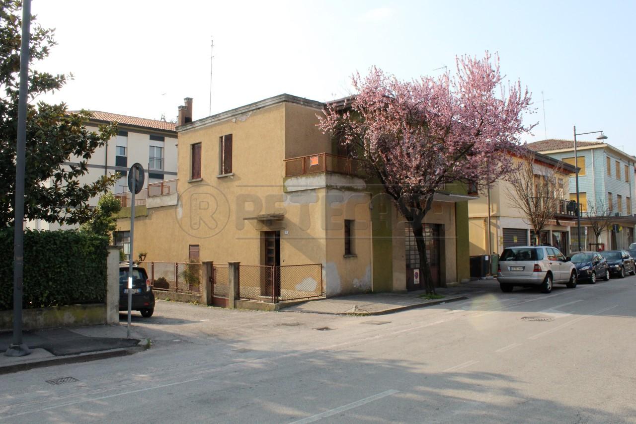 Soluzione Indipendente in vendita a Padova, 10 locali, prezzo € 150.000 | Cambio Casa.it