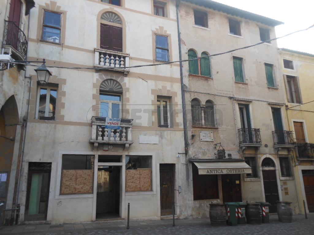Negozio / Locale in vendita a Bassano del Grappa, 5 locali, prezzo € 850.000 | Cambio Casa.it