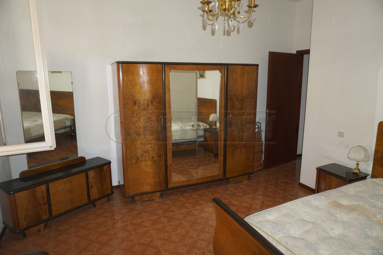 Bilocale Ancona Via Tronto 10