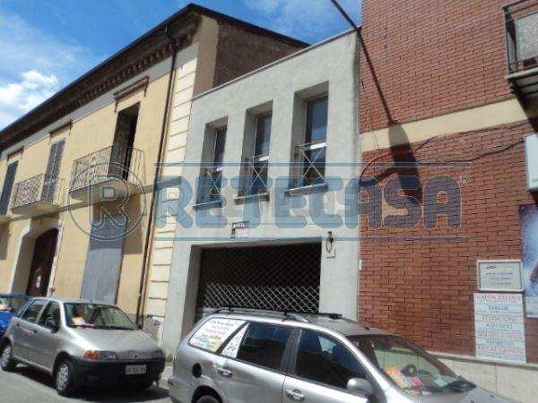 Negozio / Locale in affitto a Caserta, 3 locali, prezzo € 1.200 | Cambio Casa.it