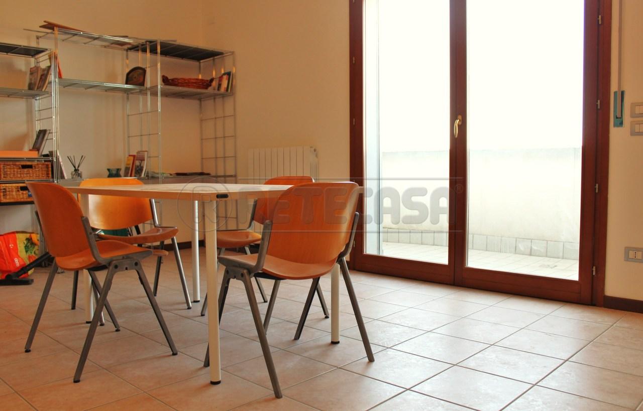 Appartamento in vendita a Padova, 5 locali, prezzo € 124.000 | Cambio Casa.it