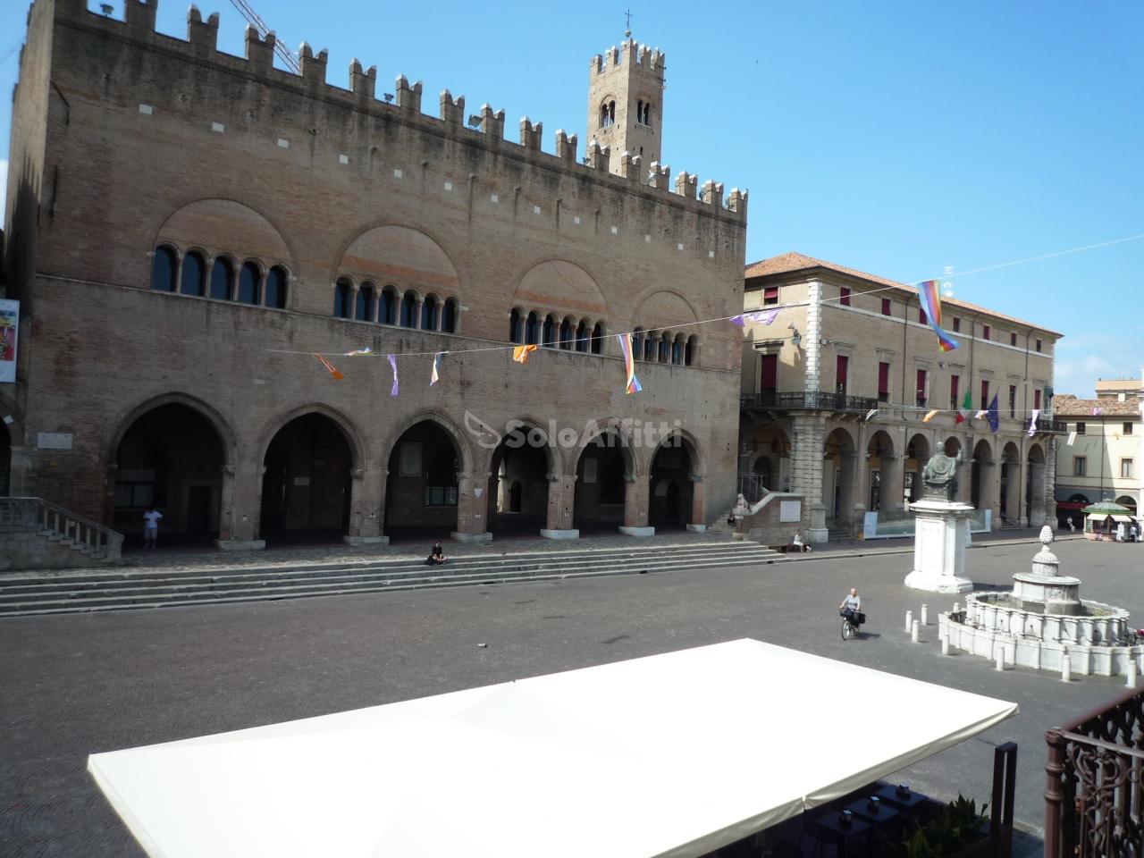 Ufficio in affitto a rimini centro storico piano terra for Affitto ufficio centro storico