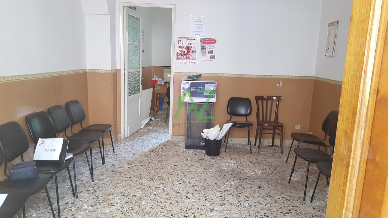 Ufficio / Studio in affitto a Trecastagni, 2 locali, prezzo € 280 | Cambio Casa.it