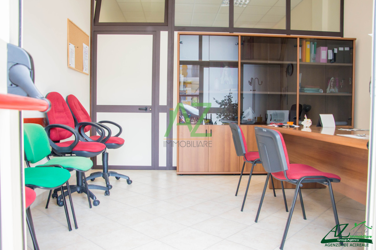 Negozio / Locale in affitto a Aci Catena, 3 locali, prezzo € 500 | Cambio Casa.it
