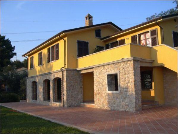 vendita villa sarzana   1100000 euro  8 locali  300 mq
