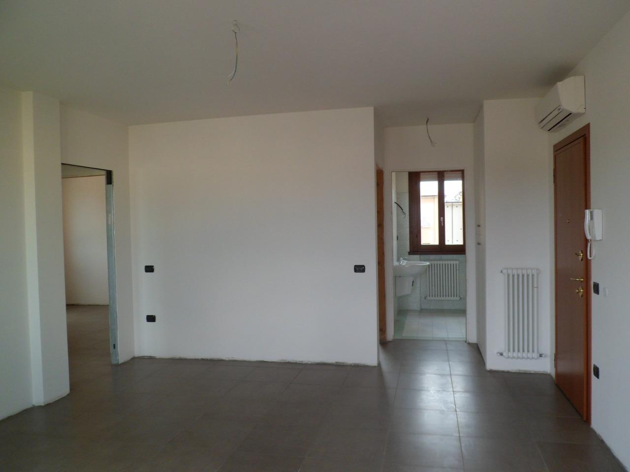 Appartamento in vendita a Brescello, 4 locali, prezzo € 155.000 | Cambio Casa.it