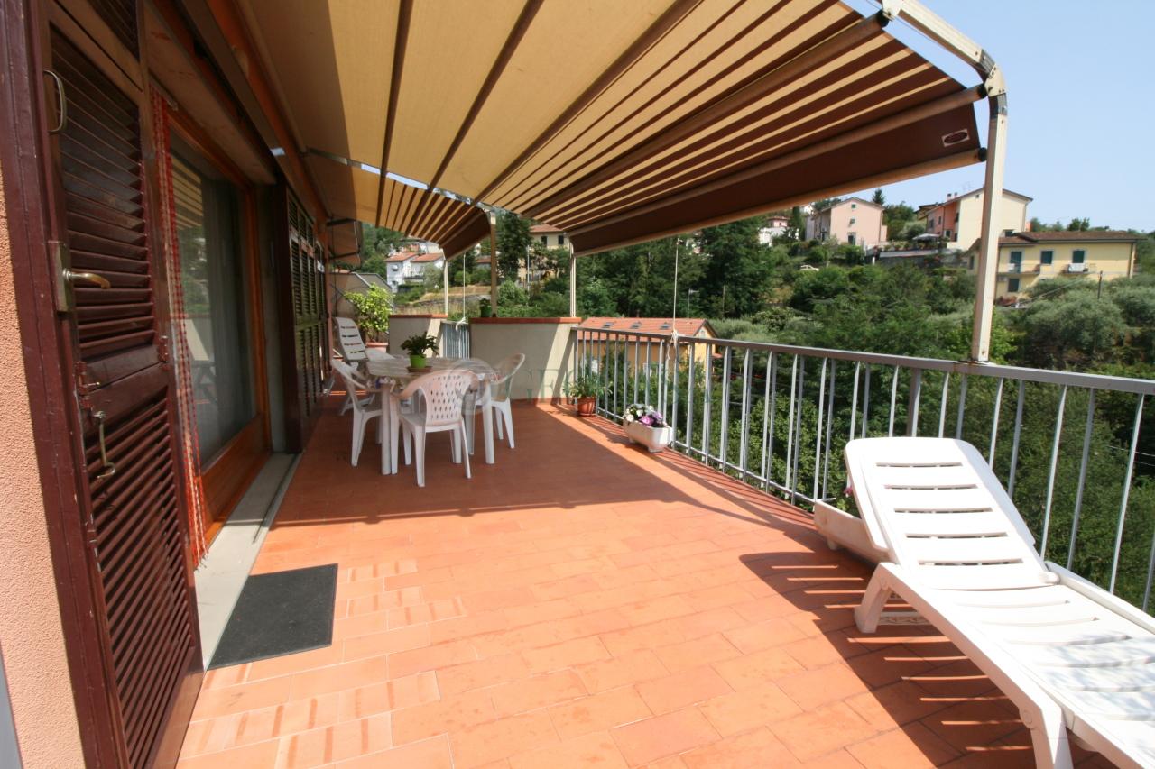 Appartamento in vendita a Vezzano Ligure, 4 locali, prezzo € 192.000 | CambioCasa.it