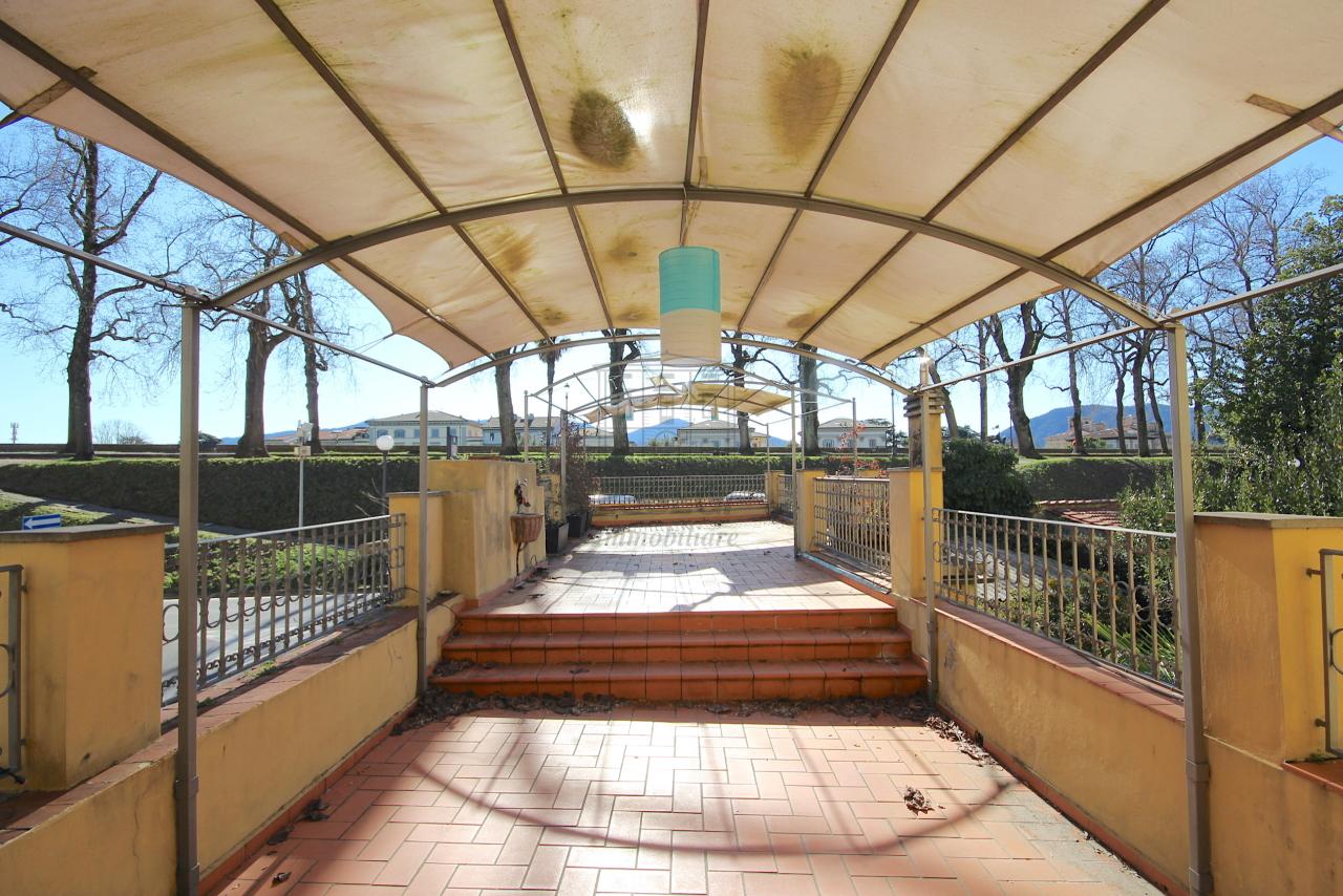 vendesi appartamento ristrutturato con terrazzo vi