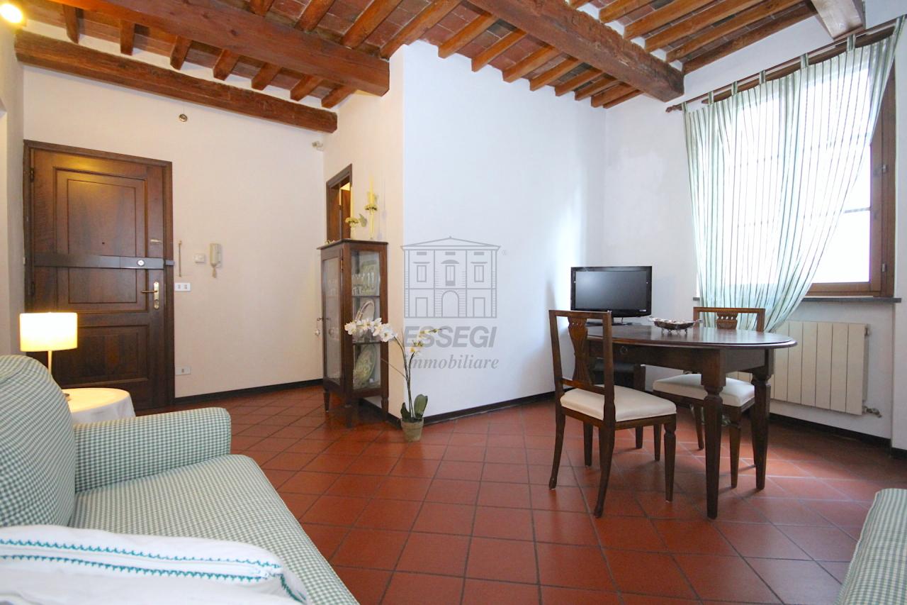 Appartamento in vendita a Lucca, 4 locali, prezzo € 200.000 | Cambio Casa.it