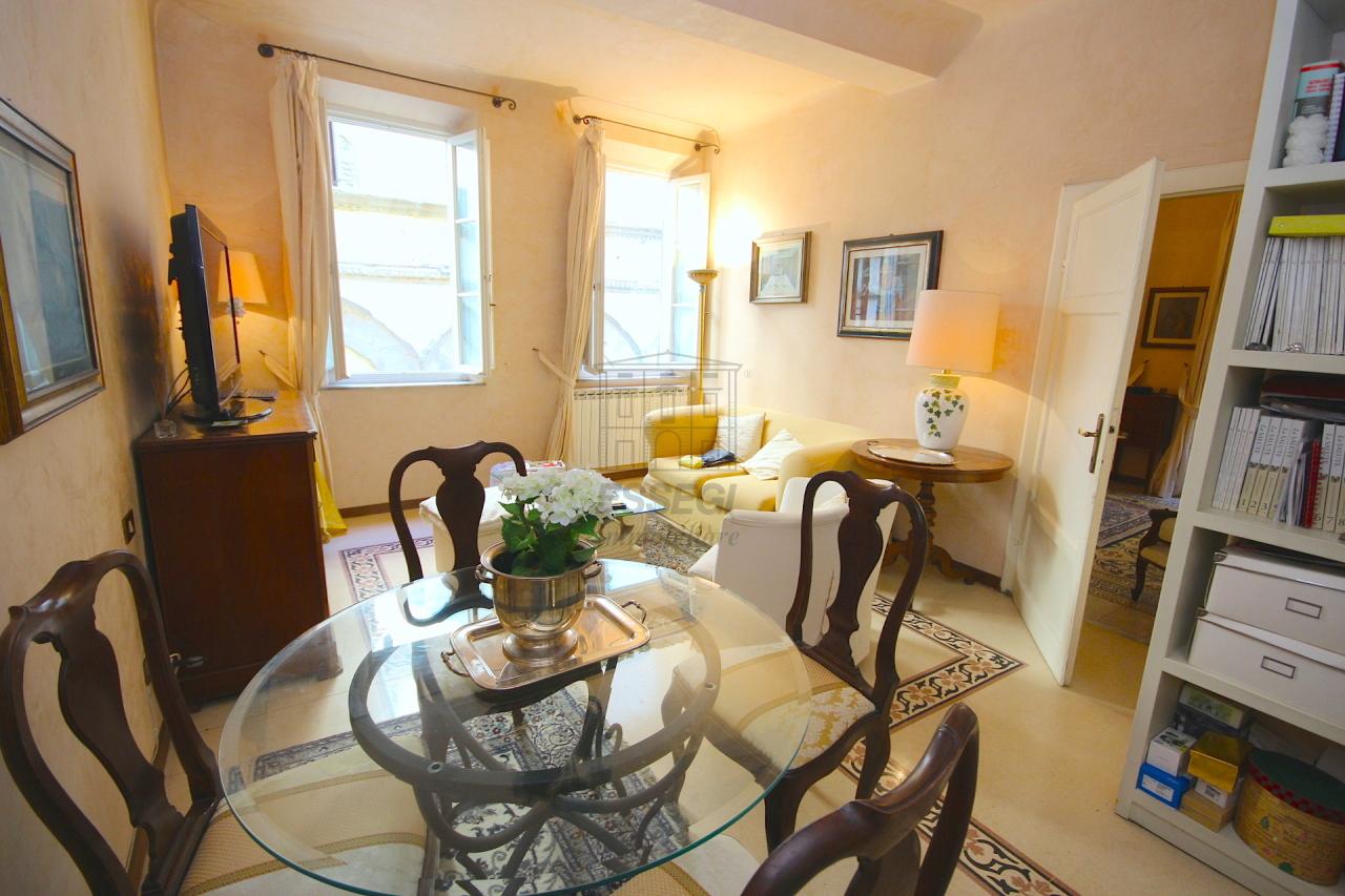 Appartamento in vendita a Lucca, 5 locali, prezzo € 280.000 | Cambio Casa.it