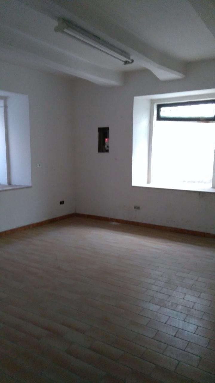 Magazzino in affitto a Reggio Calabria, 4 locali, prezzo € 400 | Cambio Casa.it