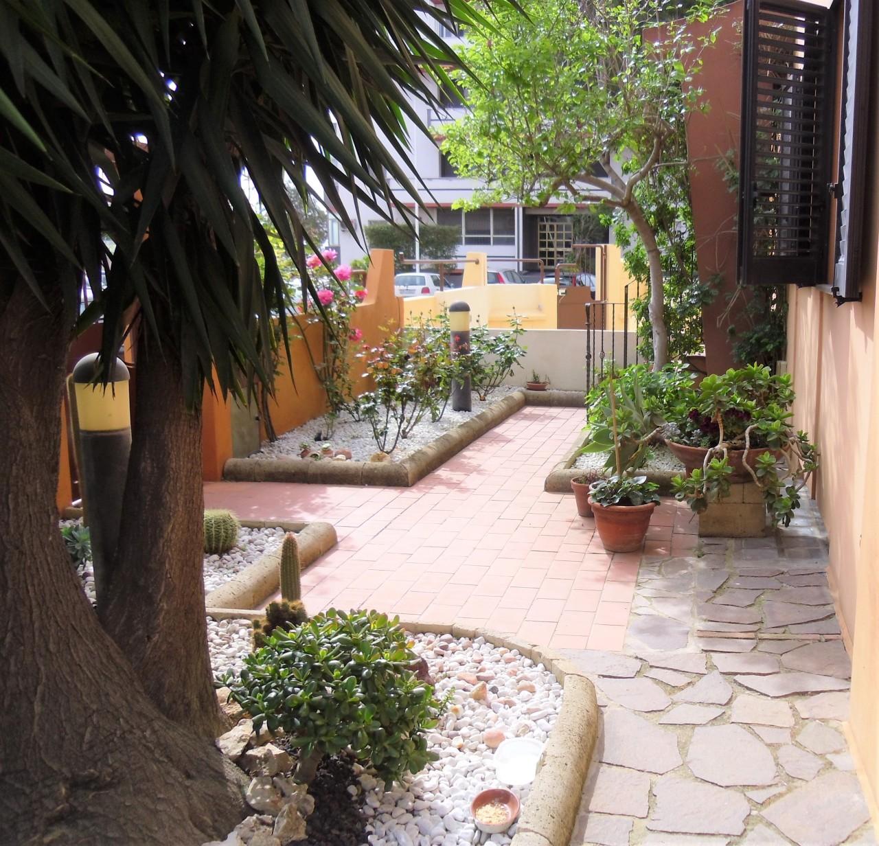 Villa in vendita a Quartu Sant'Elena, 4 locali, prezzo € 380.000 | Cambio Casa.it