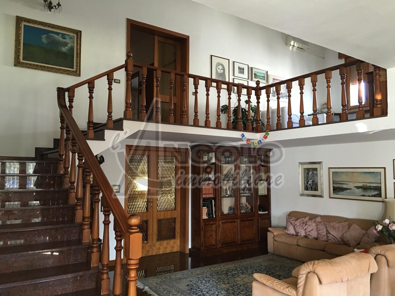 Soluzione Indipendente in vendita a Occhiobello, 12 locali, prezzo € 310.000 | Cambio Casa.it