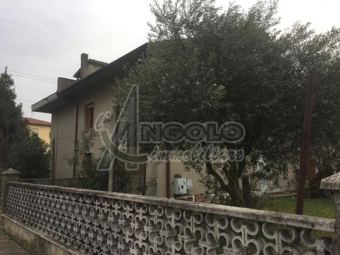 Soluzione Indipendente in vendita a Occhiobello, 10 locali, prezzo € 155.000 | Cambio Casa.it