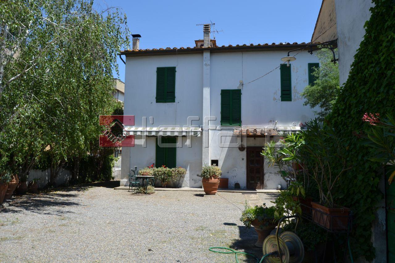 Villa in vendita a Capannoli, 9999 locali, Trattative riservate | CambioCasa.it