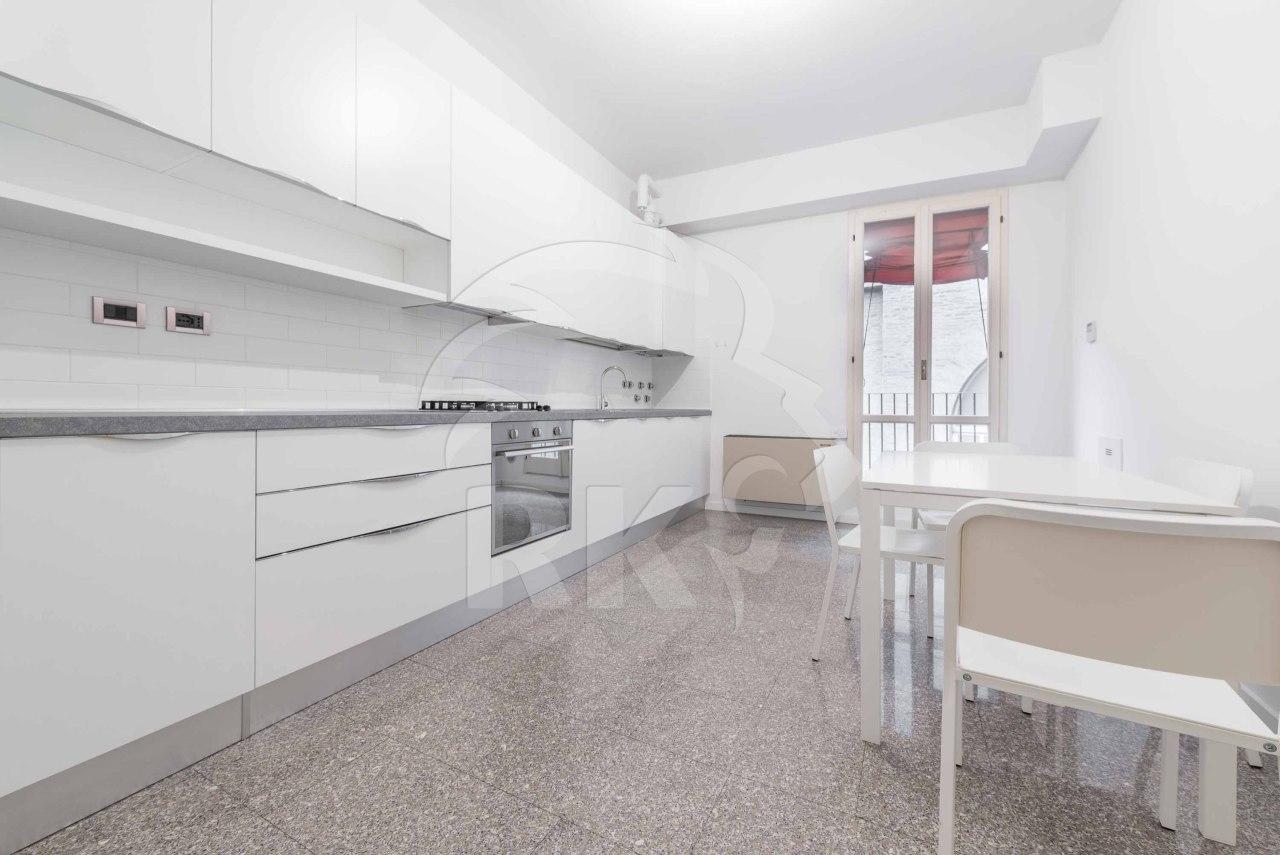 Appartamento in affitto a Bologna, 4 locali, prezzo € 1.450 | CambioCasa.it