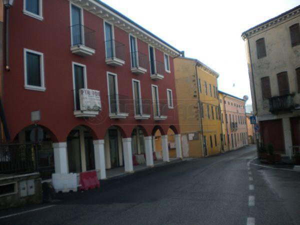 Negozio / Locale in affitto a Roncà, 9999 locali, prezzo € 500 | Cambio Casa.it