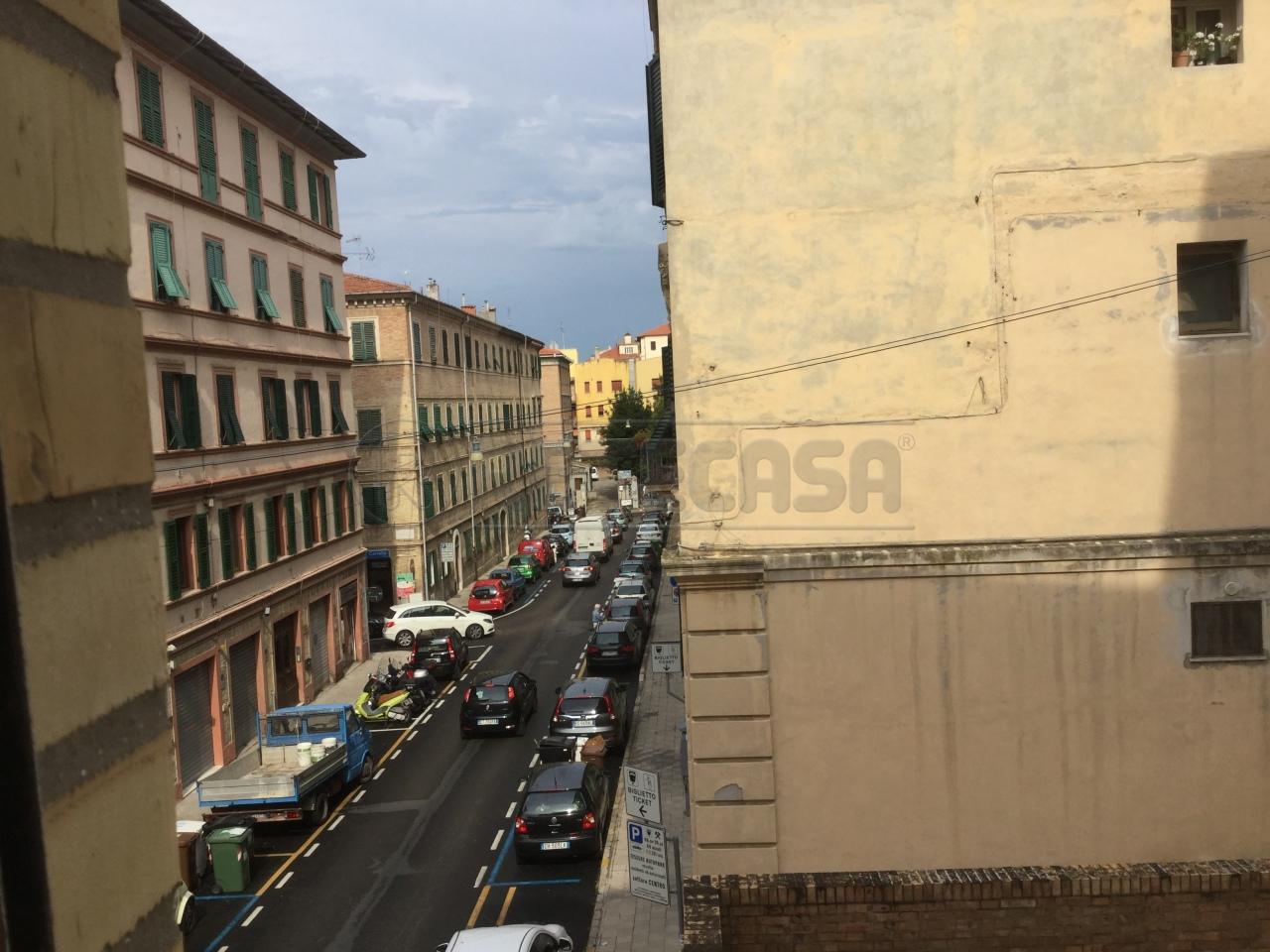 Bilocale Ancona Via Esino 11