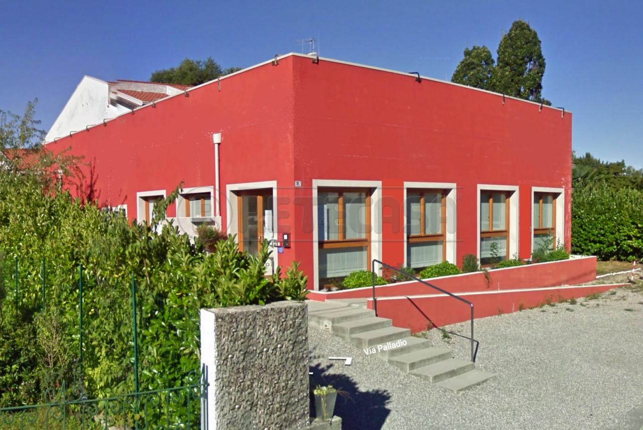 Palazzo / Stabile in affitto a Gorizia, 22 locali, Trattative riservate | Cambio Casa.it