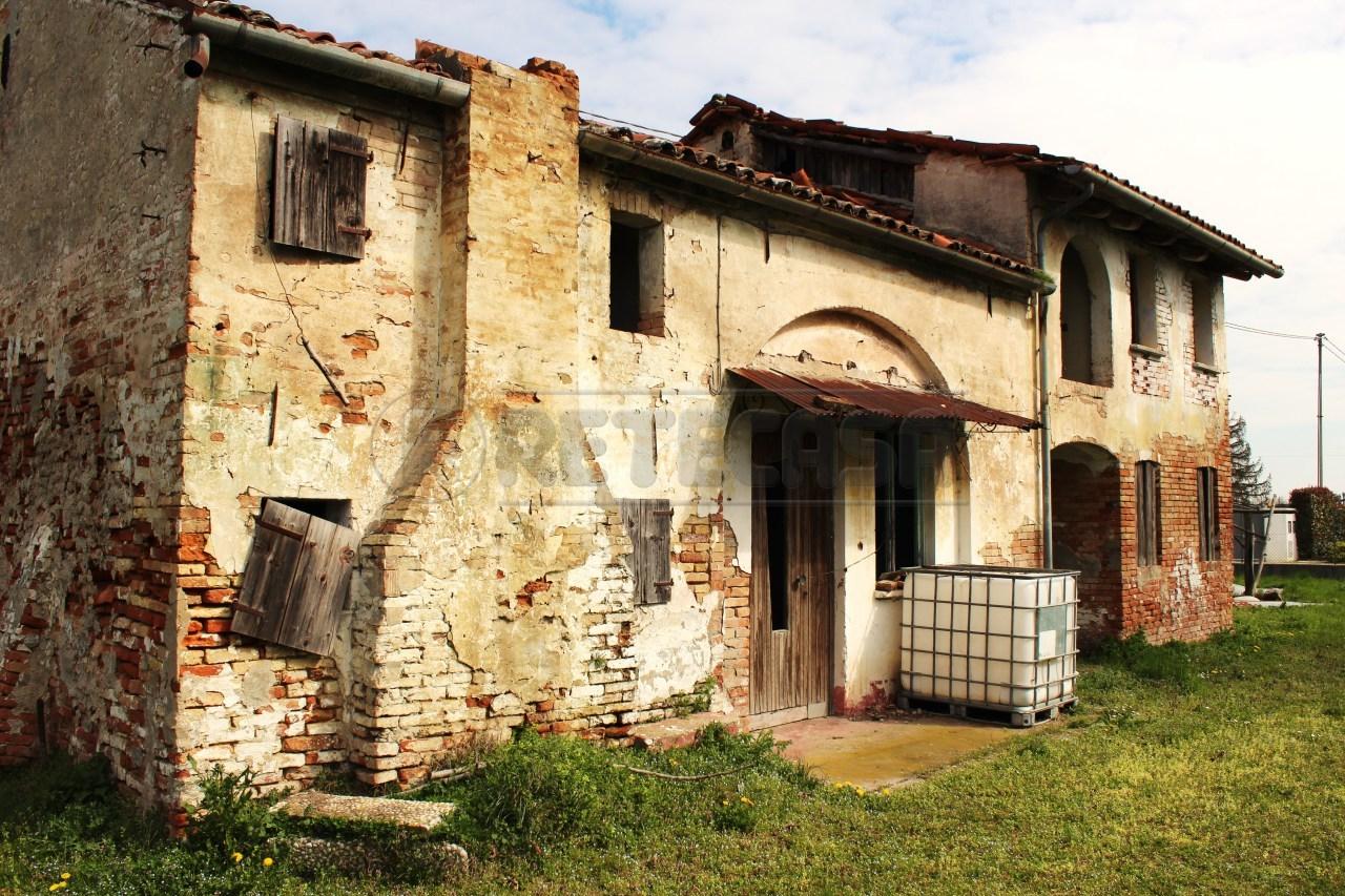 Rustico / Casale in vendita a Pianiga, 6 locali, prezzo € 180.000 | Cambio Casa.it