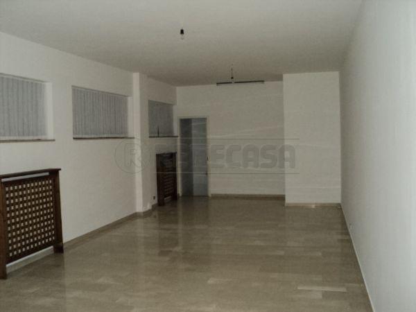 Negozio / Locale in affitto a Belluno, 2 locali, prezzo € 550 | Cambio Casa.it