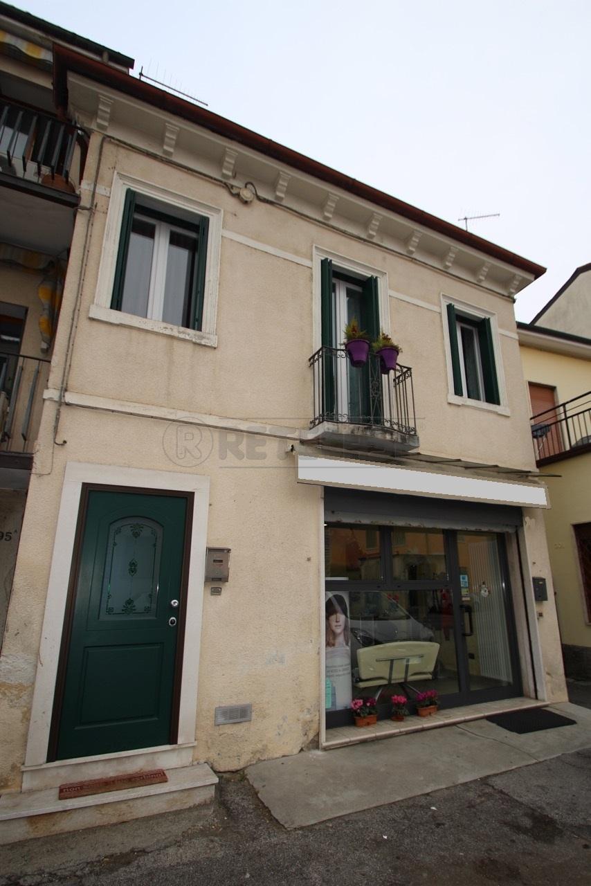 Bilocale Vicenza Viale Della Pace 200 1