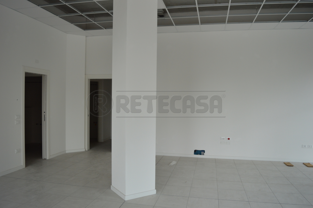 Negozio / Locale in affitto a Chiampo, 3 locali, prezzo € 600 | Cambio Casa.it