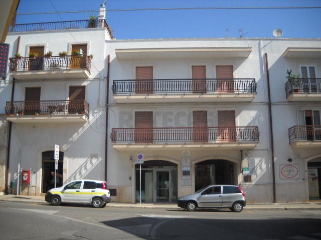 Appartamento in vendita a Alberobello, 4 locali, prezzo € 120.000 | Cambio Casa.it