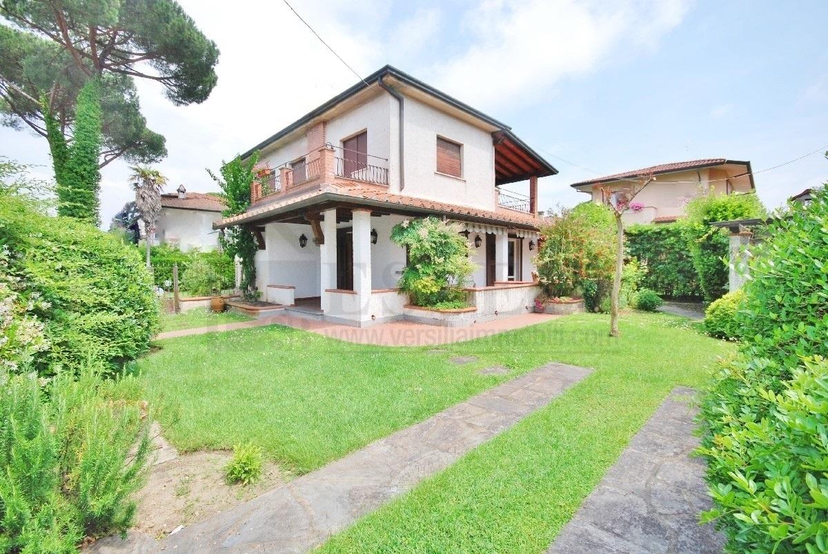 Soluzione Indipendente in vendita a Pietrasanta, 5 locali, prezzo € 450.000   CambioCasa.it