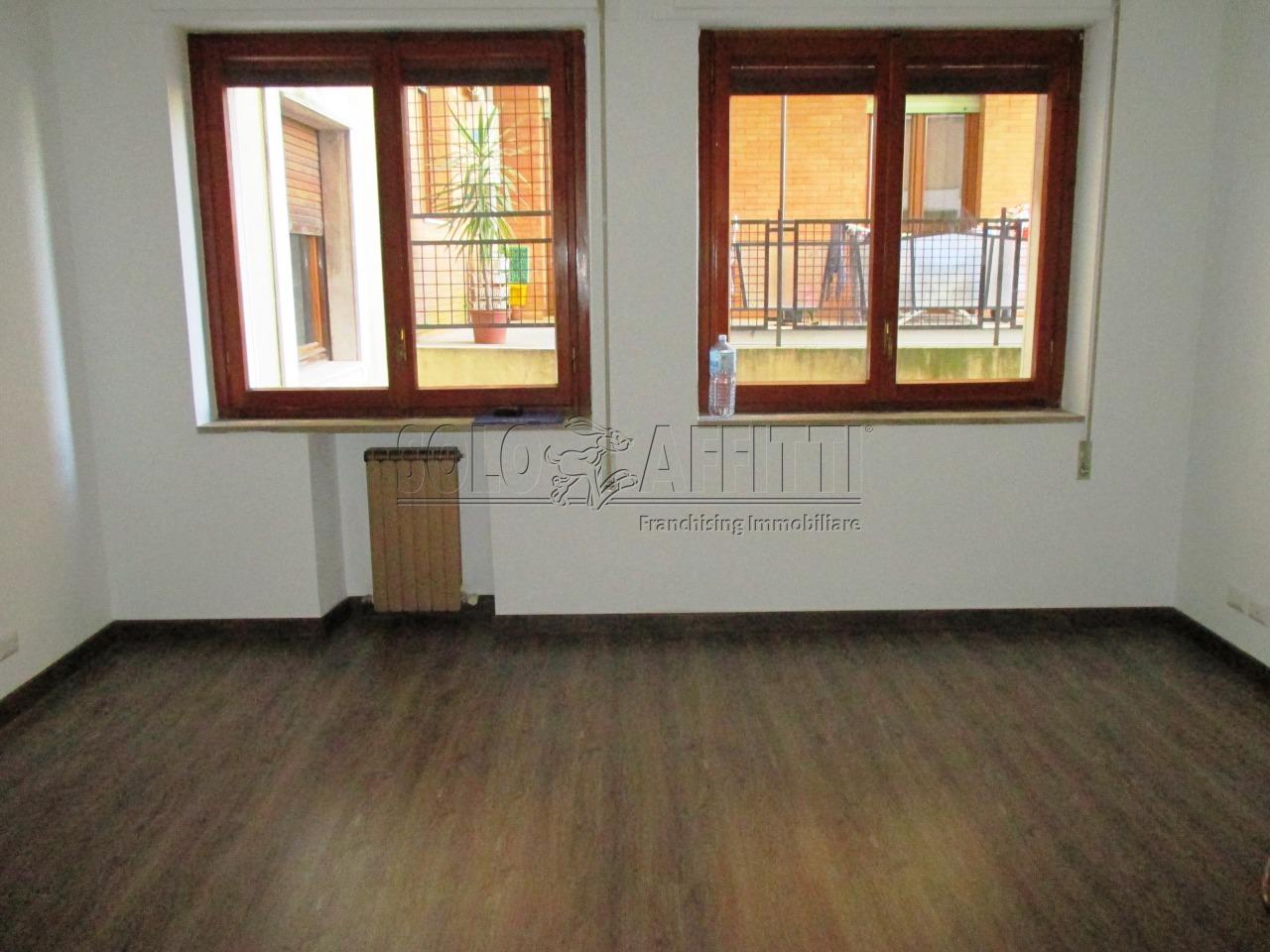 Ufficio diviso in ambienti/locali in affitto - 70 mq