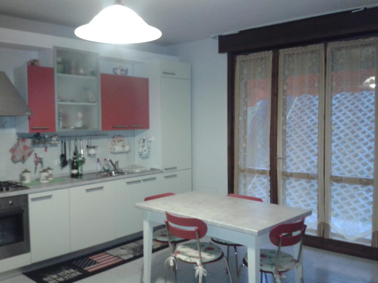 Appartamento in vendita a Medesano, 3 locali, prezzo € 70.000 | Cambio Casa.it
