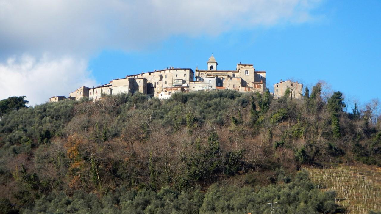 tipica casa toscana di paese sulle colline di lucca img 33