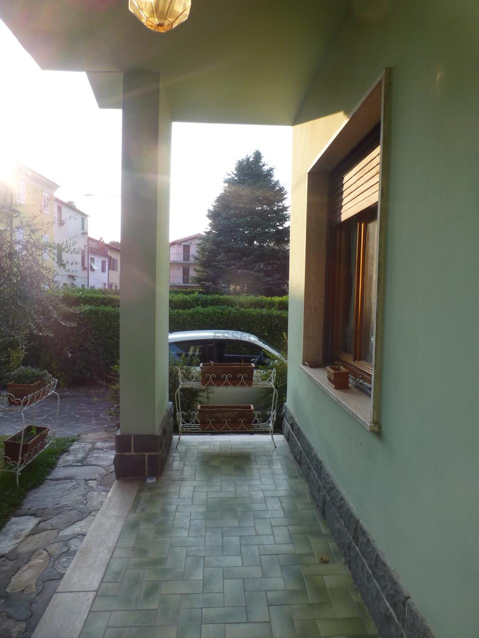 Soluzione Indipendente in affitto a Lucca, 5 locali, prezzo € 600 | Cambio Casa.it