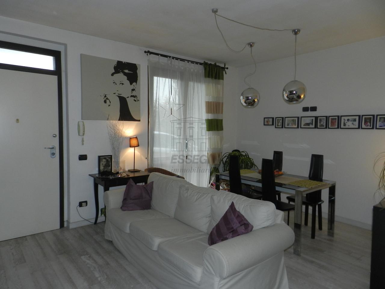 Appartamento in vendita a Lucca, 4 locali, prezzo € 165.000 | Cambio Casa.it