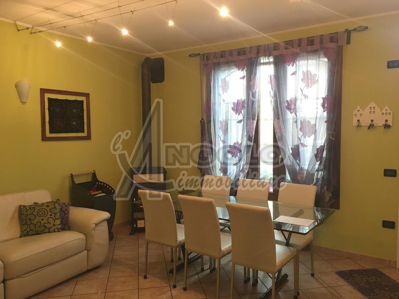 Villa a Schiera in vendita a Occhiobello, 7 locali, prezzo € 118.000   Cambio Casa.it