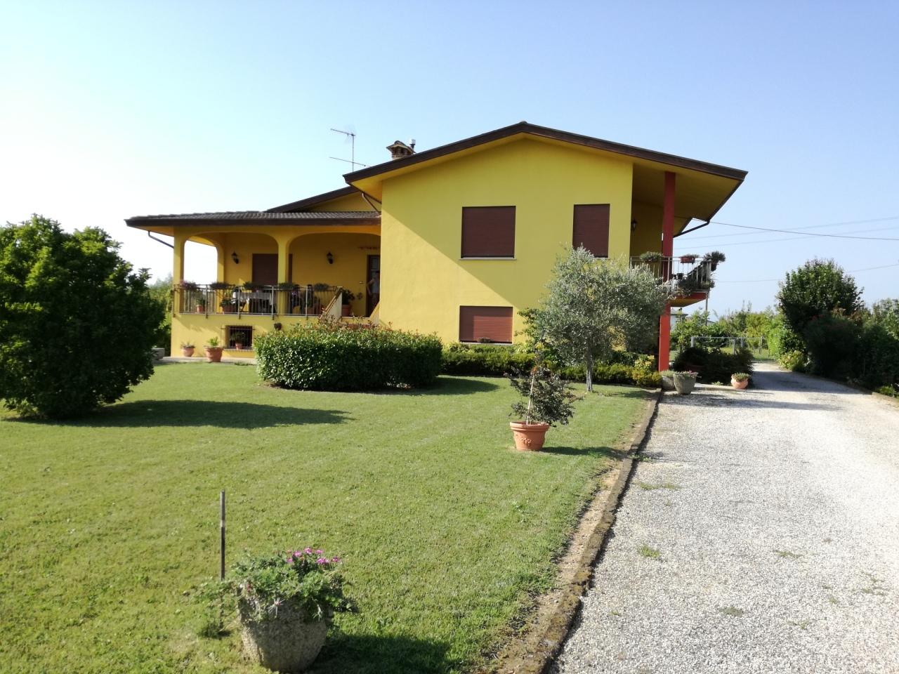 Soluzione Indipendente in vendita a Villa del Conte, 8 locali, prezzo € 250.000 | CambioCasa.it