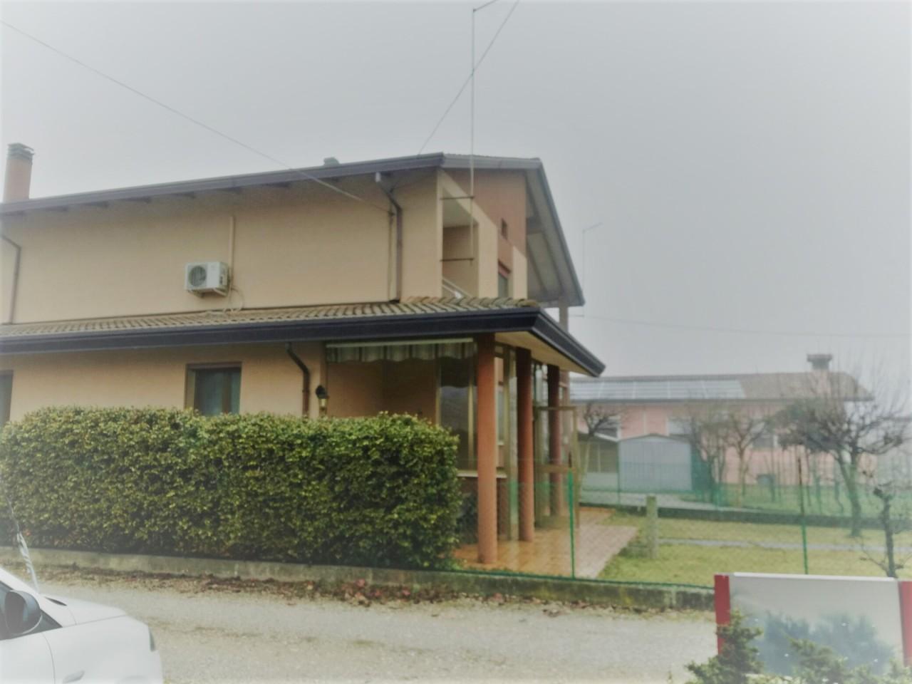 Soluzione Indipendente in vendita a Castelfranco Veneto, 6 locali, prezzo € 150.000 | Cambio Casa.it